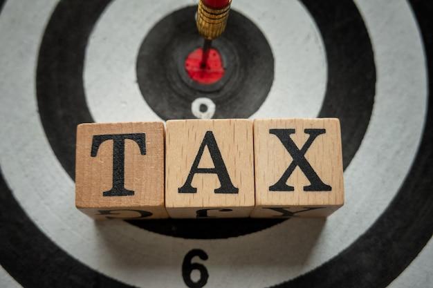 Alfabet Podatkowy Na Drewnianym Sześcianie I Cel Dla Koncepcji Zwrotu Finansowego Premium Zdjęcia