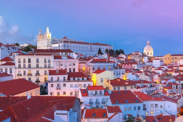 Alfama W Nocy, Lizbona, Portugalia Premium Zdjęcia