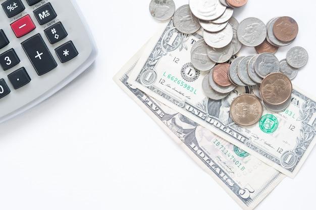 Amerykański dolar pieniędzy z kalkulatora na białym tle z miejsca kopiowania Darmowe Zdjęcia