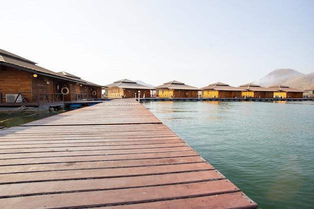 Ananta River Hills Resort To Słynne Miejsce Dla Rodzin Na Wakacjach Premium Zdjęcia