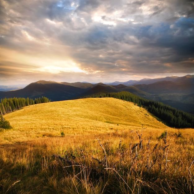 Andscape w górach Premium Zdjęcia