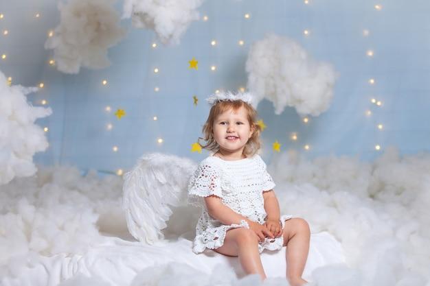 Anioł Dziecko Ze Skrzydłami Premium Zdjęcia
