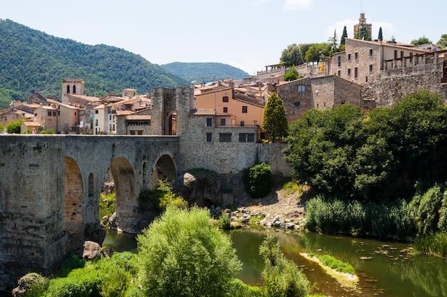 Antique średniowieczne Miasto Ze Starym Mostem Darmowe Zdjęcia