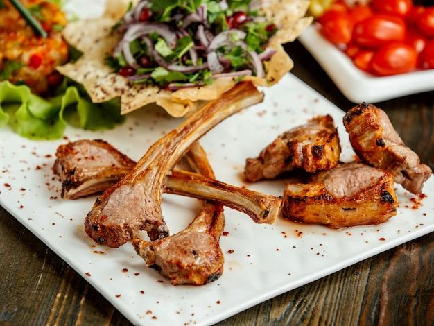 Antrykot Z Kebabu Mięsnego I Posiekanej Cebuli Darmowe Zdjęcia