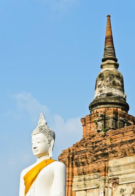 Antyczna Buddha Statua, Tajlandia Premium Zdjęcia