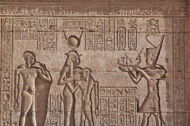 Antyczna świątynia Hathor W Dendera, Egipt Premium Zdjęcia