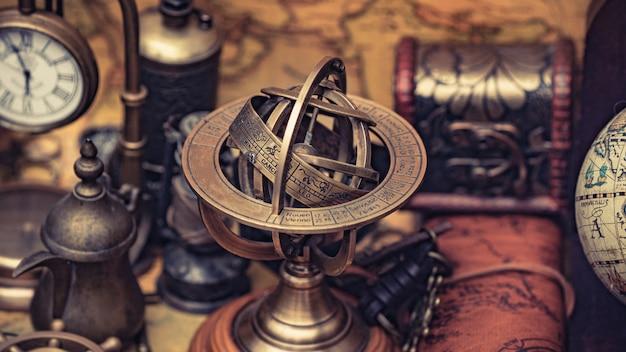 Antyczny Kompas Ze Znakiem Zodiaku Premium Zdjęcia