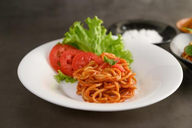 Apetyczny Włoski Makaron Spaghetti Z Sosem Pomidorowym Darmowe Zdjęcia