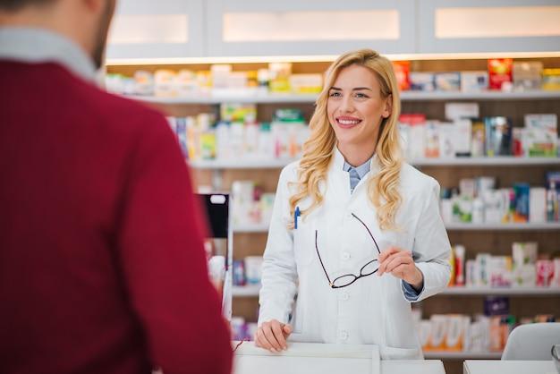 Apteka, Medycyna I Ludzie. Premium Zdjęcia