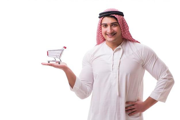 Arabski mężczyzna z wózek na zakupy odizolowywającym na bielu Premium Zdjęcia
