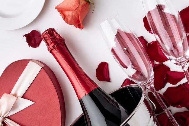 Aranżacja Walentynkowa Z Bliska Szampana I Kieliszków Darmowe Zdjęcia