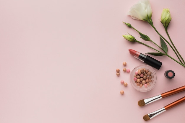 Aranżacja widoku z góry z miejscem na makijaż i miejsce do kopiowania Darmowe Zdjęcia