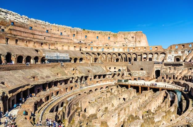 Arena Koloseum Lub Amfiteatr Flawiuszów W Rzymie Premium Zdjęcia