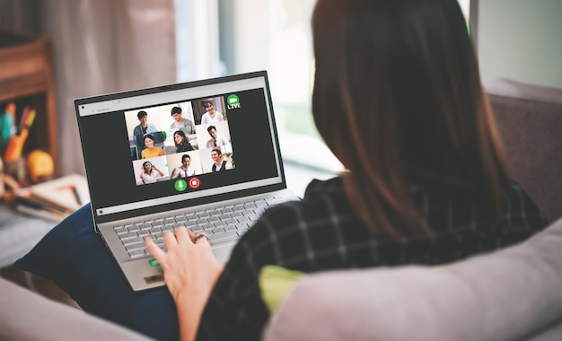 Asian Business Woman Spotkanie Z Wieloetnicznymi Ludźmi Biznesu I Vdo Conference Live Streaming W Pracy Z Home Concept Premium Zdjęcia