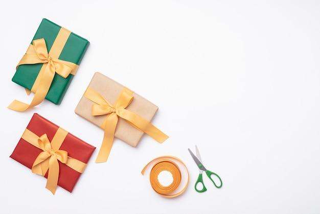 Asortyment prezentów na boże narodzenie nożyczkami Darmowe Zdjęcia