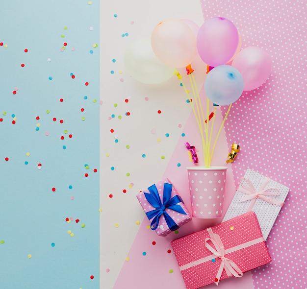 Asortyment produktów z balonów i prezentów Darmowe Zdjęcia
