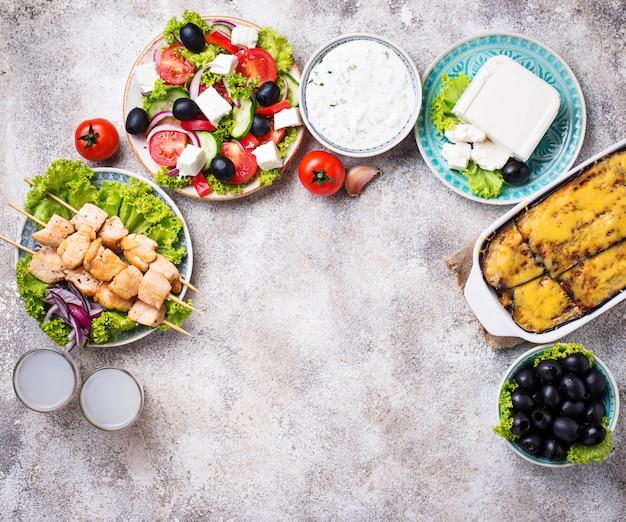 Asortyment tradycyjnych potraw greckich Premium Zdjęcia