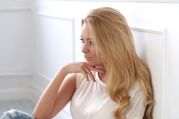 Atrakcyjna blondynka Darmowe Zdjęcia