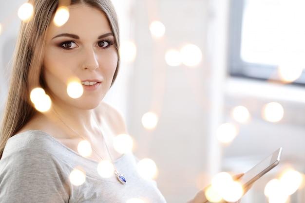 Atrakcyjna Kobieta W Domu Darmowe Zdjęcia