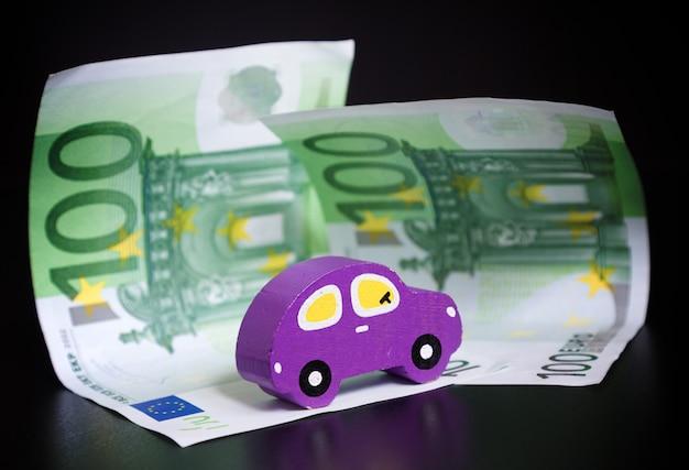 Autko i euro na czarno Premium Zdjęcia