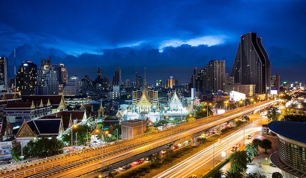 Autostrada I Skyling W Strefie Biznesowej Bangkok Tajlandia Premium Zdjęcia