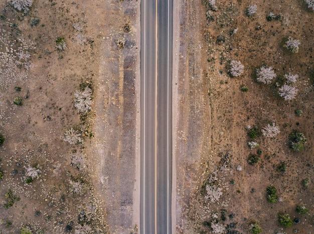 Autostrada Na Pustyni Usa Widok Z Lotu Ptaka Premium Zdjęcia