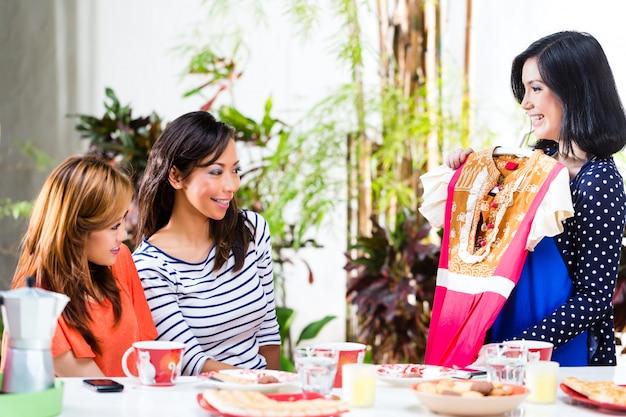 Azjaci są świadomi mody Premium Zdjęcia
