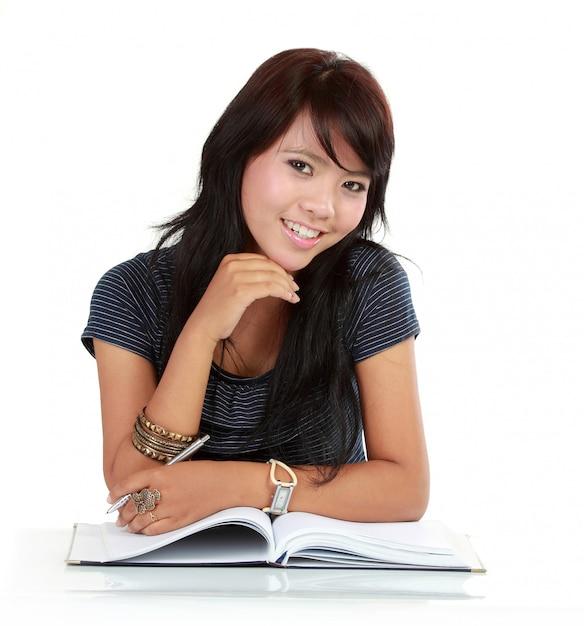 Azjatycka Dziewczyny Czytania Książka Premium Zdjęcia