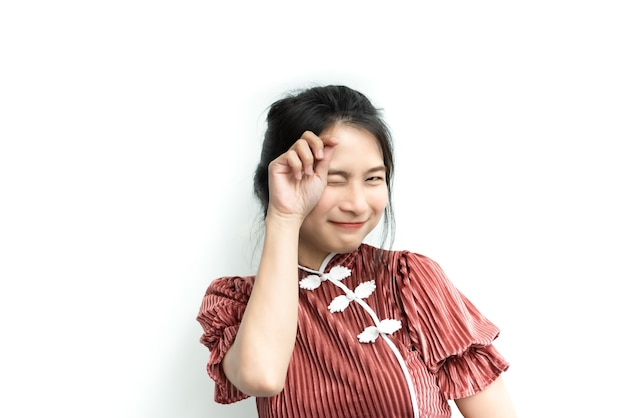 Azjatycka ładna Kobieta W Chińskim Stylu Cheongsam Wielki Szczęśliwy Radosny I Uroczy Gest Z Powodzeniem Z Radością I Uśmiechem Premium Zdjęcia