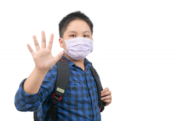 Azjatycki Chłopiec Uczeń Nosić Maskę I Machając Na Pożegnanie Przed Pójściem Do Szkoły Premium Zdjęcia