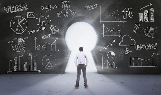 Azjatycki Człowiek Stojący Z Przodu Keyhole Z Rysunku Business Concept Premium Zdjęcia