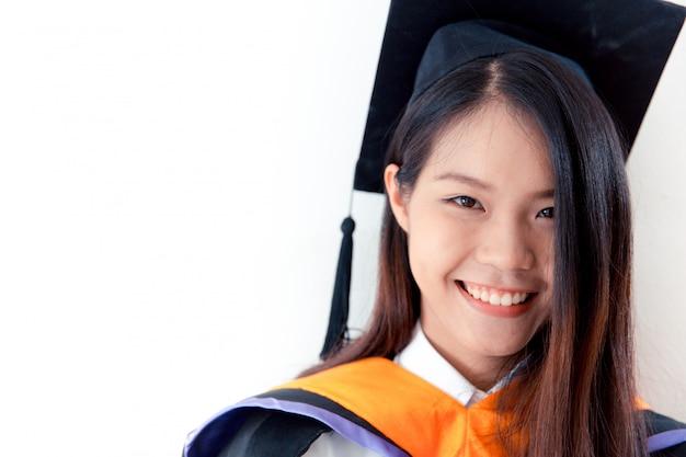 Azjatycki śliczny Kobieta Portreta Skalowanie Odizolowywający Na Bielu, Tajlandia Uniwersytet. Premium Zdjęcia