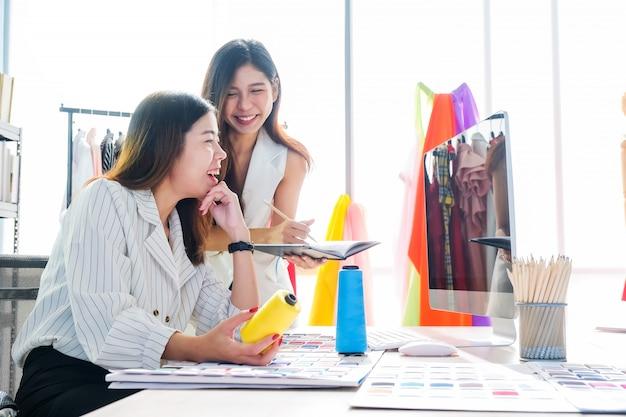 Azjatyckie Kobiety W Pracy To Projektanci Mody I Krawcy Premium Zdjęcia