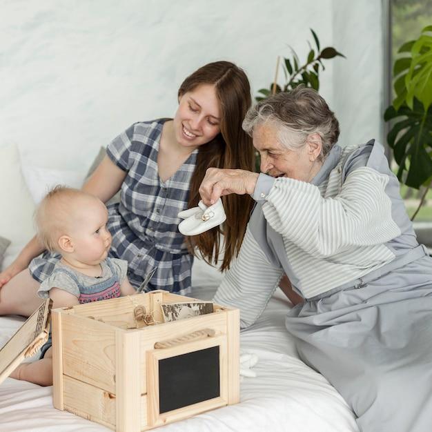 Babcia Spędza Czas Z Rodziną Darmowe Zdjęcia