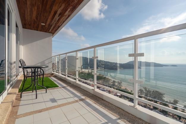 Balkon Z Widokiem Na Morze Premium Zdjęcia