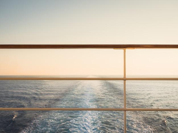 Balustrada na pustym, otwartym pokładzie Premium Zdjęcia
