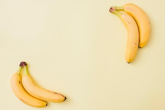Banany z widokiem z góry Darmowe Zdjęcia