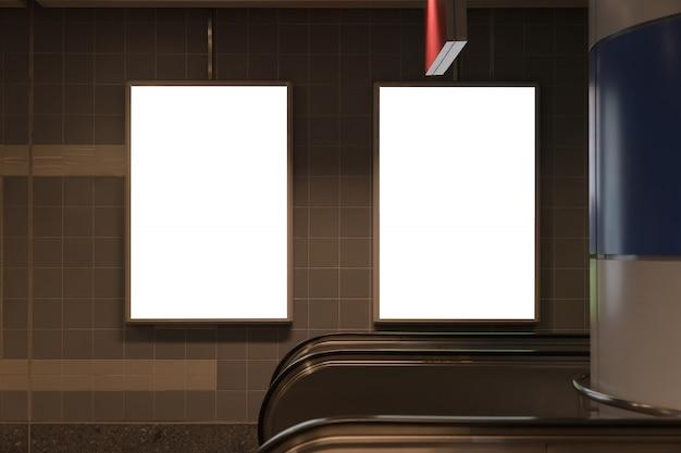 Baner ekranowy billboard w metrze. Premium Zdjęcia