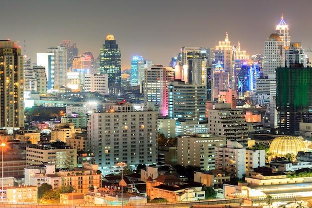 Bangkok śródmieście W Biznesowym Terenie Przy Nocą Premium Zdjęcia