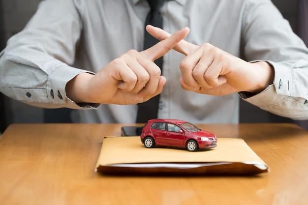 Bank nie zatwierdza kredytu samochodowego Premium Zdjęcia
