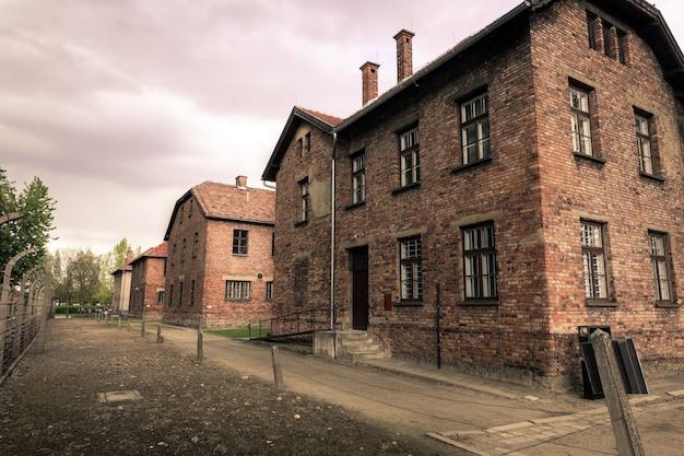 Baraki Dla Więźniów, Niemiecki Obóz Koncentracyjny Auschwitz Ii, Birkenau, Polska. Premium Zdjęcia