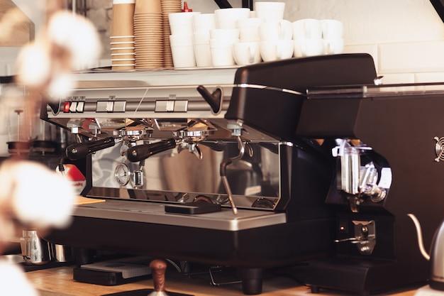 Barista, Kawiarnia, Parzenia Kawy, Koncepcja Przygotowania I Obsługi Darmowe Zdjęcia