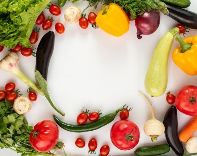 Barwionych Warzyw świezi Dojrzali Sałatkowi Warzywa Na Białym Tle Darmowe Zdjęcia