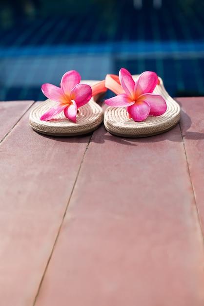Basen Z Kapciami Pink Frangipani Premium Zdjęcia