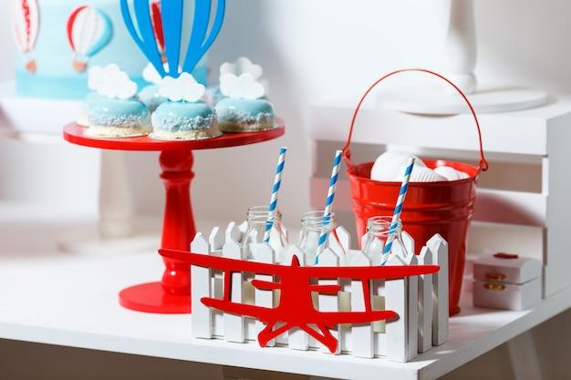 Batonik Na Przyjęciu Urodzinowym Chłopca Premium Zdjęcia