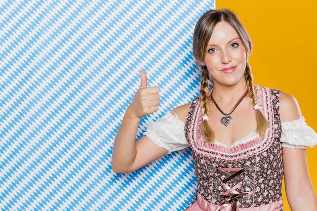Bawarska Kobieta W Tradycyjnym Kostiumu Darmowe Zdjęcia