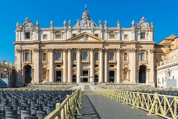 Bazylika San Pietro Watykan, Rzym Włochy. Architektura I Punkt Orientacyjny Rzymu. Katedra świętego Piotra W Rzymie Premium Zdjęcia
