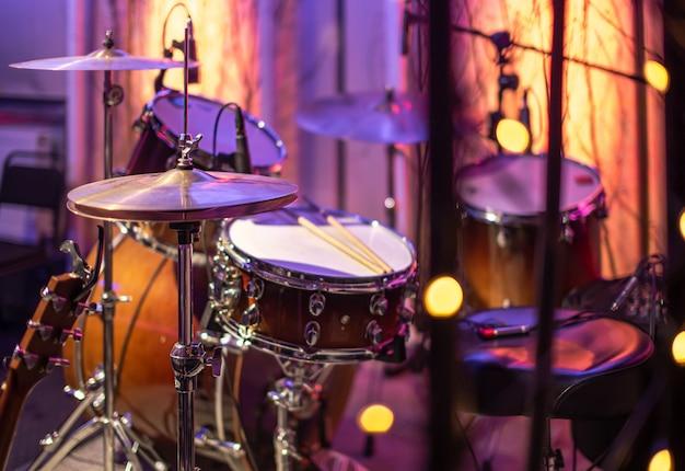 Bębny, Cymbały, Piękny Hi Hat W Studiu Nagraniowym. Darmowe Zdjęcia