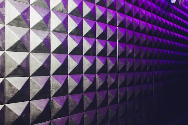 Betonowe ściany Tekstura Stiuk Cement Biały I Szary Geometryczne Bezszwowe Trójkąt Piramidy Tło Z Cienia I światła. Premium Zdjęcia