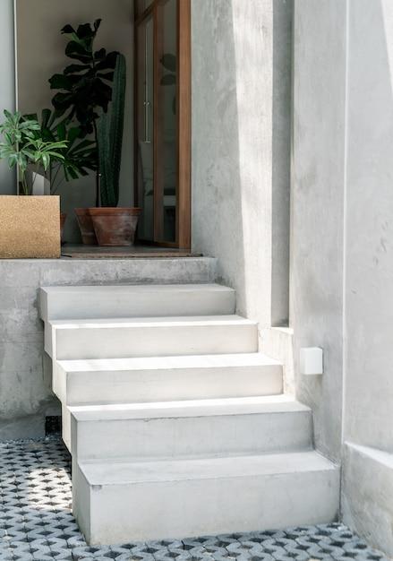 Betonowy stopień schodowy Premium Zdjęcia